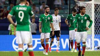 Los jugadores del Tri se lamentan tras un gol de Alemania