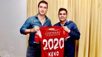 Daniel Villalva junto a Fidel Kuri Mustieles en la renovación del contrato
