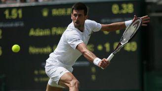 Djokovic, durante juego en Wimbledon