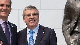 Eric Garcetti y Thomas Bach después de una reunión