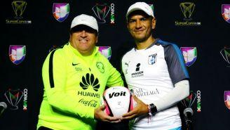 Miguel Herrera y Jaime Lozano, después de la conferencia