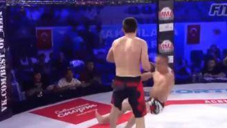 Galaev noquea a Mutsnek con un rodillazo