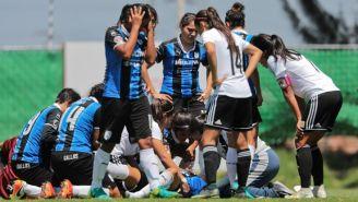 Los médicos atienden a la jugadora de Querétaro