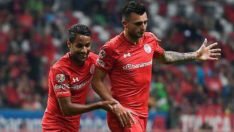 Enrique Tiverio festeja su gol con Toluca