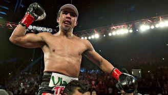 Márquez celebra su victoria ante Mike Alvarado