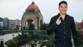 Moreno posa para RÉCORD, en el Monumento a la Revolución