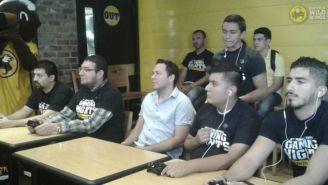 Jugadores disputan el torneo de FIFA en las Gaming Nights