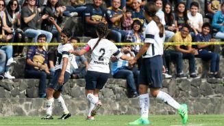 Dania Padilla celebra un gol de Pumas frente al Veracruz