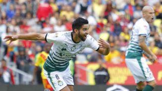 Diego de Buen festeja un gol contra Monarcas
