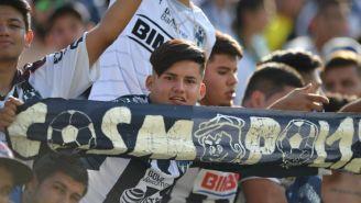 Los seguidores de Rayados en el estadio de León esperando el partido