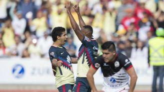 Da Silva y Domínguez festejan el primer gol de América contra Lobos
