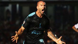 Emanuel Villa festeja el gol contra Veracruz