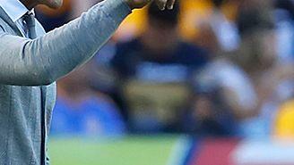 Francisco Palencia da indicaciones a sus jugadores