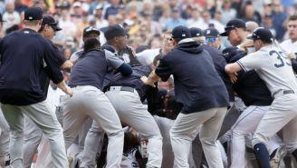 Momento en el cual jugadores de Tigers y Yankees se pelean