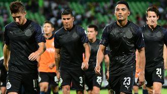 Jugadores de Chivas lamentan la igualada en el TSM