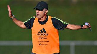 Juan Carlos Osorio, en un entrenamiento con el Tri