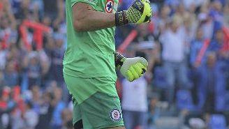 Corona celebra el gol de Cruz Azul