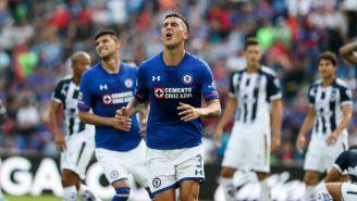 Enzo Roco, en lamento durante el juego entre Cruz Azul y Rayados