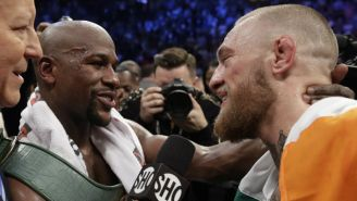 Mayweather y McGregor charlan tras la pelea en el T-Mobile Arena