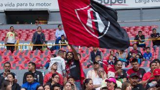 Afición de Atlas ondea una bandera en juego contra América