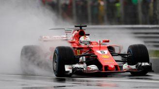 Vettel recorre el circuito dentro de su monoplaza