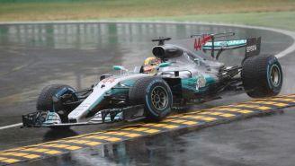Hamilton recorre el circuito de Monza en su monoplaza