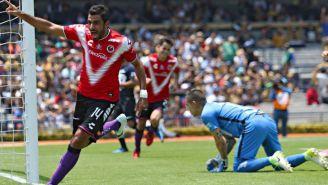 Cristian Pellerano festeja gol contra Pumas