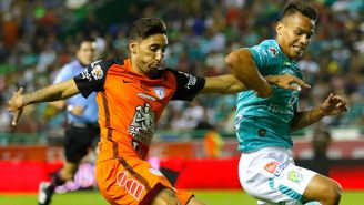 Urretaviscaya y Rodríguez en un juego de Liga MX