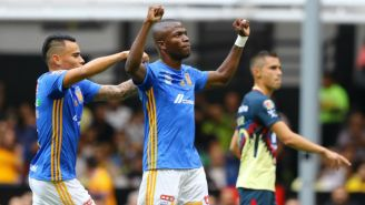 Enner Valencia celebra un gol frente al América en el Azteca