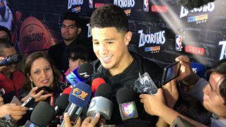 Devin Booker atiende a los medios en su visita a México