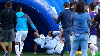 Edgar Benítez es derribado por uno de sus compañeros