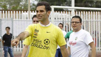 Rafael Márquez en un evento de su fundación