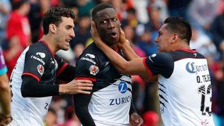 Advíncula celebra su gol frente a Monarcas