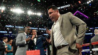 Oscar de la Hoya subiendo al ring durante una pelea