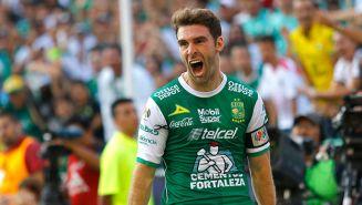 Boselli celebrando un tanto con León