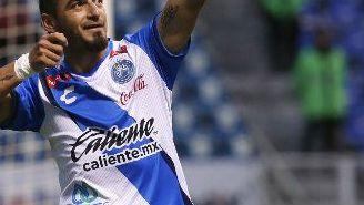Carlos Salom celebra un gol con Puebla