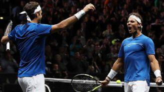 Roger Federer y Rafael Nadal festejan durante el partido de la Laver Cup