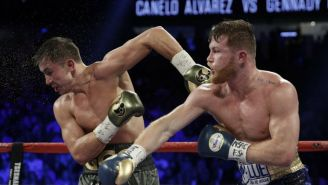 Canelo Álvarez suelta un golpe a GGG en su combate en Las Vegas