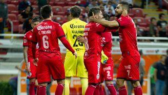 Los jugadores de Lobos festejan tras vencer a las Chivas