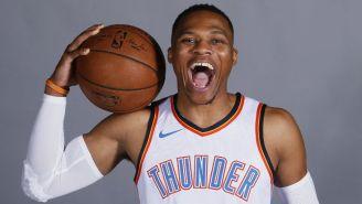 Russell Westbrook posa muy feliz en el media day de Oklahoma City