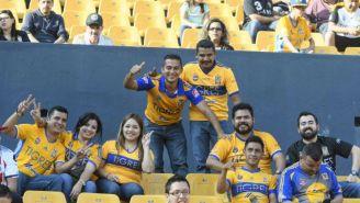 Aficionados de Tigres abarrotan el Estadio Universitario