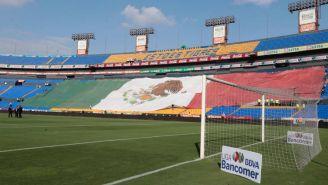 La bandera que espera la llegada de los aficionados al estadio Universitario