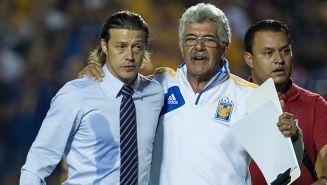 Matías Almeyda (izq) y Ricardo Ferretti (der) después del partido