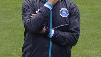 Enrique Meza observa entrenamiento del Puebla