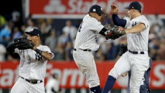 Los jugadores de Yankees celebrando el triunfo frente a Cleveland