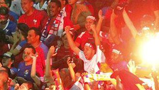Aficionados de Panamá festejan en juego contra Costa Rica