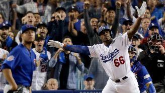 Yasiel Puig celebra en el juego contra Cubs