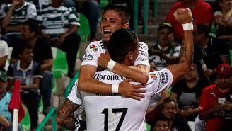 Garnica celebrando con júbilo su tanto frente a Santos