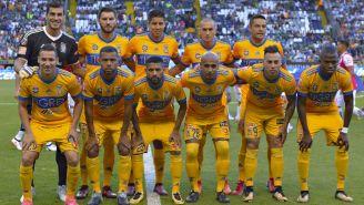 Tigres posando para la foto antes del juego contra León