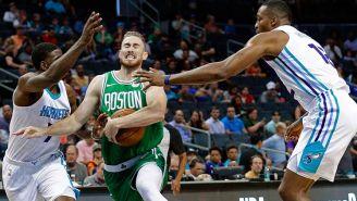 Gordon Hayward (verde), en un juego de pretemporada de Celtics